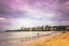 15 de novembro de 2014: Praia de Mumbai, Índia Imagens de Stock