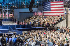 8 de novembro de 2016, suportes de Hillary Clinton Election Night em Jacob K Javits centra - o local de encontro para o nomin pre Foto de Stock