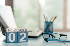 2 de novembro Dia 2 do mês, calendário no fundo do escritório para negócios Conceito do outono Espaço vazio para o texto Fotos de Stock Royalty Free