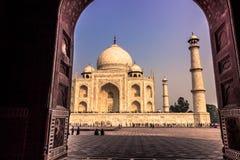 2 de noviembre de 2014: Arcada de una mezquita a Taj Mahal en la AGR Imágenes de archivo libres de regalías
