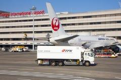 5 de noviembre de 2015 - Japan Airlines y x28; JAL& x29; aeroplanos en el interno de Tokio Fotografía de archivo libre de regalías