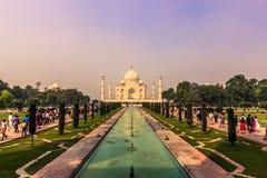 2 de noviembre de 2014: Panorama de los jardines de Taj Mahal en A Fotografía de archivo