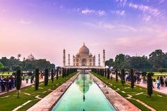 2 de noviembre de 2014: Panorama de los jardines de Taj Mahal en A Fotos de archivo