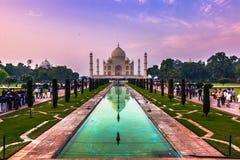 2 de noviembre de 2014: Panorama de los jardines de Taj Mahal en A Fotos de archivo libres de regalías