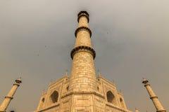 2 de noviembre de 2014: Uno de los alminares de Taj Mahal, uno de Fotos de archivo libres de regalías