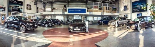 16 de noviembre - Vinnitsa, Ucrania Sala de exposición de VW de Volkswagen - Fotos de archivo libres de regalías