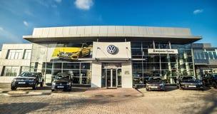 16 de noviembre - Vinnitsa, Ucrania Sala de exposición de VW de Volkswagen Imagen de archivo libre de regalías