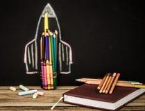 De nuevo al cohete de la escuela fuera de los lápices Imagen de archivo libre de regalías