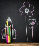 De nuevo al cohete de la escuela hecho fuera de los lápices Imagen de archivo libre de regalías