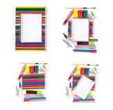 De nuevo al cuaderno de la escuela y a las herramientas coloridas de la oficina en el fondo blanco Foto de archivo