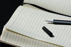 De nuevo al negro del cuaderno de Noteblock de la escuela que escribe a Pen Notes Summer foto de archivo libre de regalías