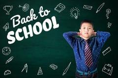 De nuevo al texto de escuela con schoo asiático de las fuentes del niño y de los efectos de escritorio foto de archivo libre de regalías