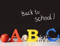 De nuevo a concepto de la escuela con las cartas del ABC Imágenes de archivo libres de regalías