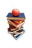 ?De nuevo concepto de la escuela? con los libros y la manzana Imagenes de archivo