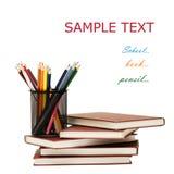 De nuevo a concepto de la escuela con los libros y los lápices Imágenes de archivo libres de regalías