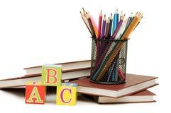 De nuevo a concepto de la escuela con los libros y los lápices Imagen de archivo