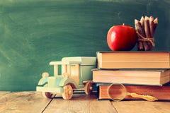 De nuevo a concepto de la escuela Pizarra con los libros Imágenes de archivo libres de regalías