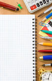 De nuevo a concepto de la escuela y al cuaderno controlado Foto de archivo libre de regalías
