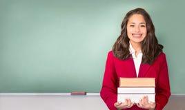 De nuevo a escuela Adolescente bastante étnico o hispánico delante de tiza Imagen de archivo