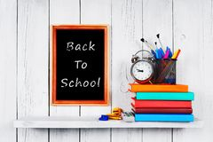 De nuevo a escuela Capítulo Libros y herramientas de la escuela Imagenes de archivo