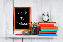 De nuevo a escuela Capítulo Libros y herramientas de la escuela Imágenes de archivo libres de regalías