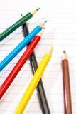 De nuevo a escuela Coloree los lápices papel Cuaderno Fotos de archivo libres de regalías