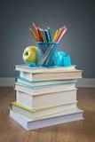 De nuevo a escuela con efectos de escritorio coloridos Fotografía de archivo