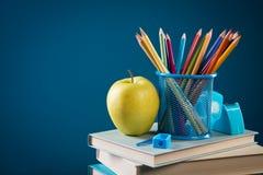 De nuevo a escuela con efectos de escritorio coloridos Imagen de archivo libre de regalías