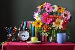 De nuevo a escuela 1 de septiembre, día del conocimiento El día del ` s del profesor Imagen de archivo libre de regalías