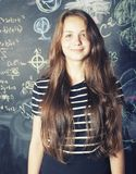 De nuevo a escuela después de vacaciones de verano, adolescente lindo Foto de archivo