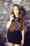 De nuevo a escuela después de vacaciones de verano, adolescente lindo Imágenes de archivo libres de regalías