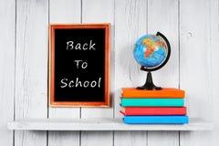 De nuevo a escuela El globo y los libros Fotos de archivo