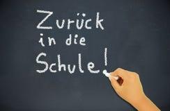 De nuevo a escuela en la pizarra en alemán Fotos de archivo libres de regalías
