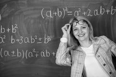 De nuevo a escuela Finalmente graduado D?a de los profesores Estudio y educaci?n Escuela moderna D?a del conocimiento Mujer en sa imagen de archivo