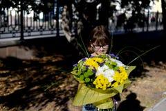 De nuevo a escuela - flores y alegría Imagen de archivo