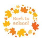 De nuevo a escuela Inscripción en el anillo de hojas de arce Otoño Foto de archivo libre de regalías