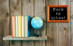 De nuevo a escuela Libros y el globo Foto de archivo