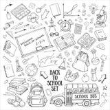 De nuevo a escuela los garabatos a mano fijaron con las fuentes, schoolbus, mochila, pizarra, globo Foto de archivo libre de regalías