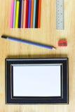 De nuevo a escuela Objetos coloridos de los efectos de escritorio del arte de la oficina y del estudio Fotos de archivo