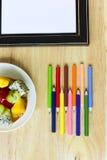 De nuevo a escuela Objetos coloridos de los efectos de escritorio del arte de la oficina y del estudio Foto de archivo libre de regalías