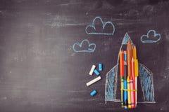De nuevo a fondo de la escuela con el cohete hecho de los lápices Fotografía de archivo libre de regalías