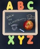 De nuevo a imagen de la escuela con las cartas del alfabeto Imágenes de archivo libres de regalías