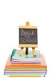 De nuevo a la escuela escrita en la pizarra Fotos de archivo libres de regalías