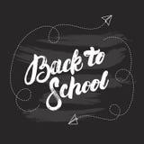 De nuevo a la mano de la escuela letras escritas en fondo negro de la pizarra Fotografía de archivo libre de regalías