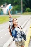 De nuevo a la muchacha adolescente de la escuela al aire libre Foto de archivo libre de regalías