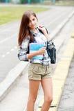 De nuevo a la muchacha adolescente de la escuela al aire libre Imagen de archivo
