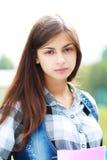 De nuevo a la muchacha adolescente de la escuela al aire libre Fotografía de archivo libre de regalías