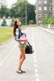 De nuevo a la muchacha adolescente de la escuela al aire libre Imagen de archivo libre de regalías