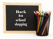 De nuevo a la pizarra de las compras de la escuela Fotos de archivo libres de regalías
