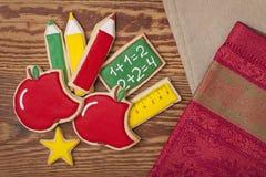De nuevo a las galletas de la escuela imágenes de archivo libres de regalías